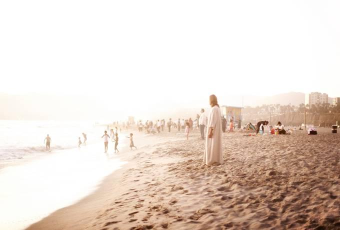 jesus-on-the-beach