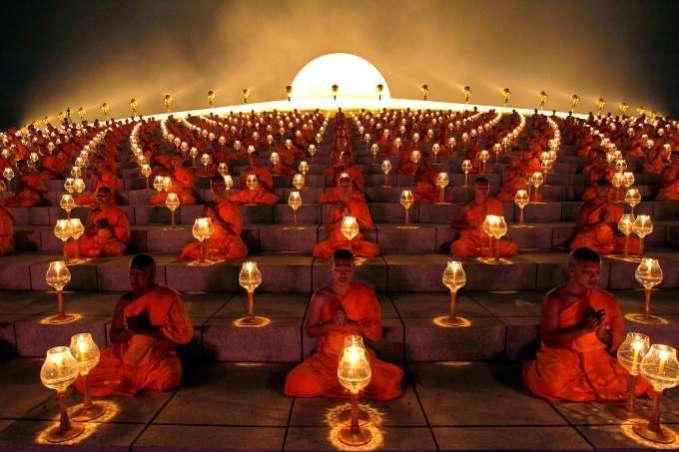 monks-meditation